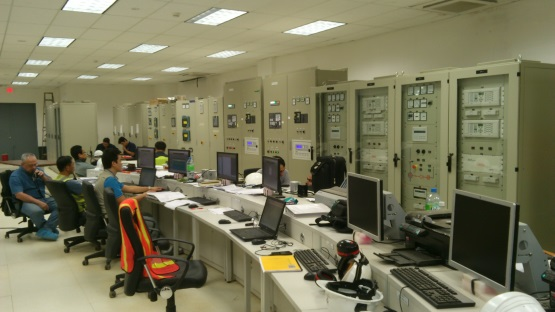 Control room of the internal combustion plant - BCS-III, La Paz, México