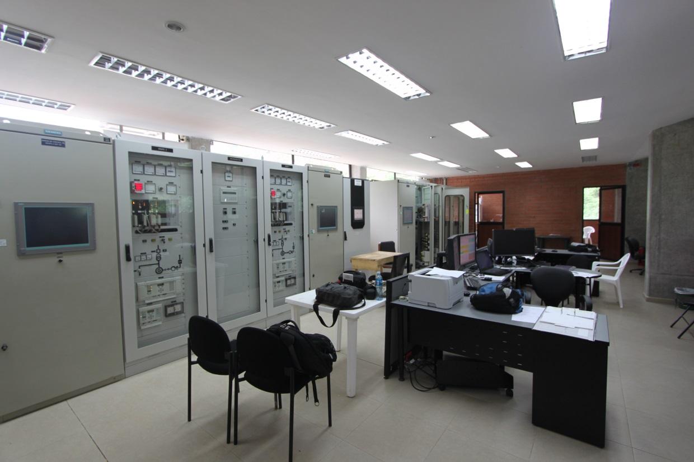 Sala de control - Central hidroeléctrica Ocaña, Cuenca, Ecuador