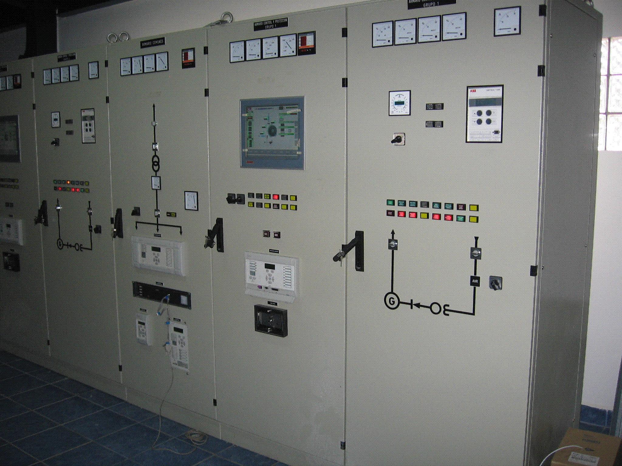 Armarios de control - Central hidroeléctrica Los Algarrobos, David, Panamá