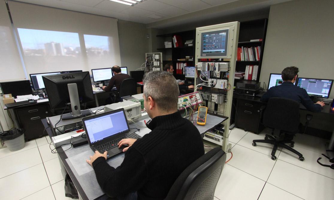 Pruebas y ensayo de equipos en  plataforma de simulación